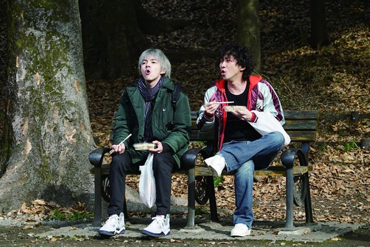 讲述漫才艺人故事的畅销小说《火花》被改编成热门日剧,而改编的电影版也将于11月上映