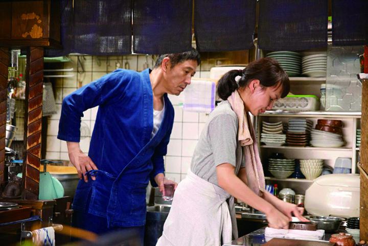 《深夜食堂2》中对日本人真实生活场景的还原和展示,为打造直击人心的剧情奠定了基础
