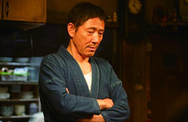 小林薰所饰演的居酒屋老板,把日本男人的隐忍刻画得入木三分