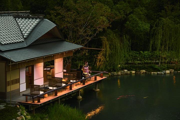 建造在12世纪古老庭园里的四季酒店茶室