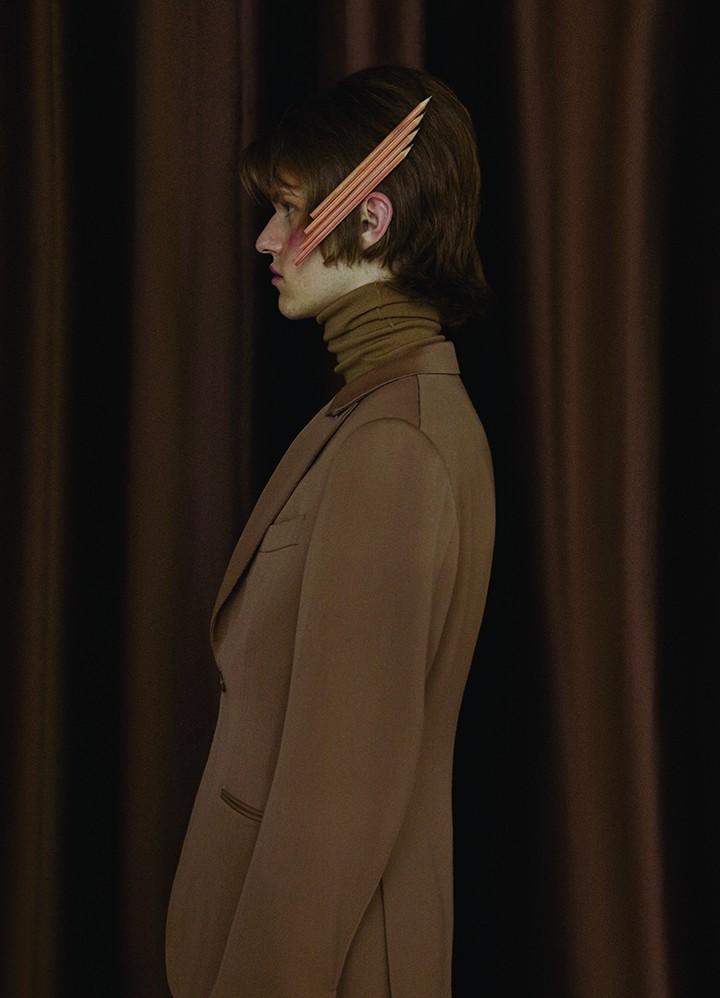 Z Zegna 咖啡色高领针织衫Ermenegildo Zegna 咖啡色西装外套、西装长裤 Ralph Lauren 棕色皮鞋