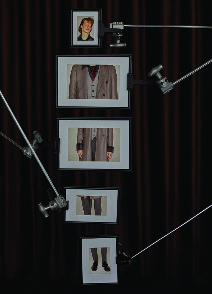 Bottega Veneta 灰色皮革大衣Hugo Boss 浅灰色西装马甲、红黑斜条纹领带 Wooyoungmi 格纹衬衫