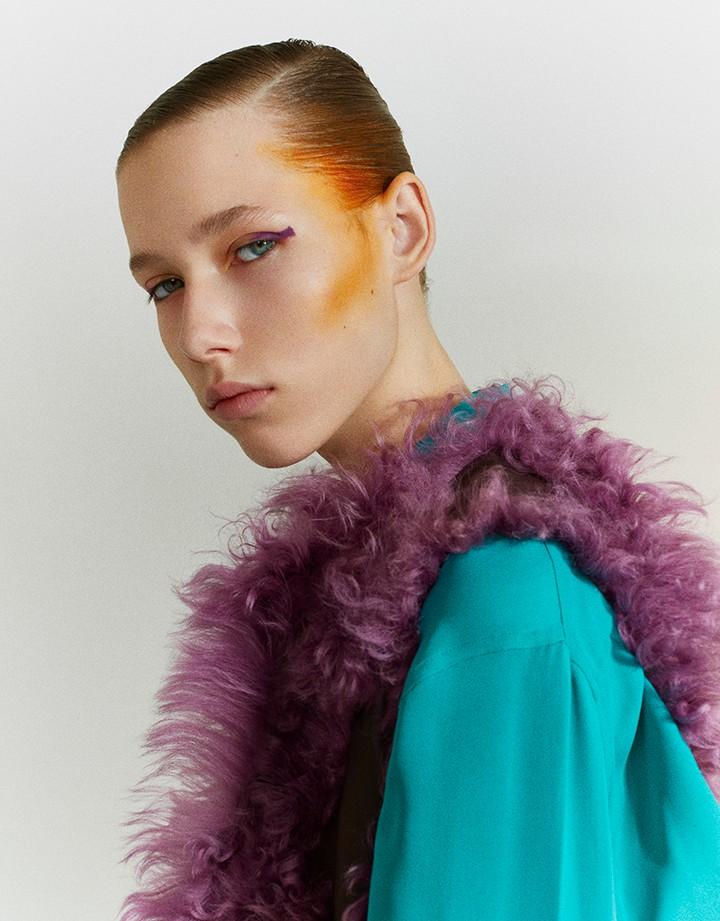 Hermés 银莲花粉和淡紫色retourné Béarn绵羊皮长款背心,刺柏绿真丝绉纱中性风衬衫