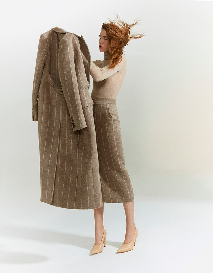 Max Mara 卡其色条纹外套,卡其色条纹半裙,藕粉色高领针织衫,裸色皮质细跟鞋