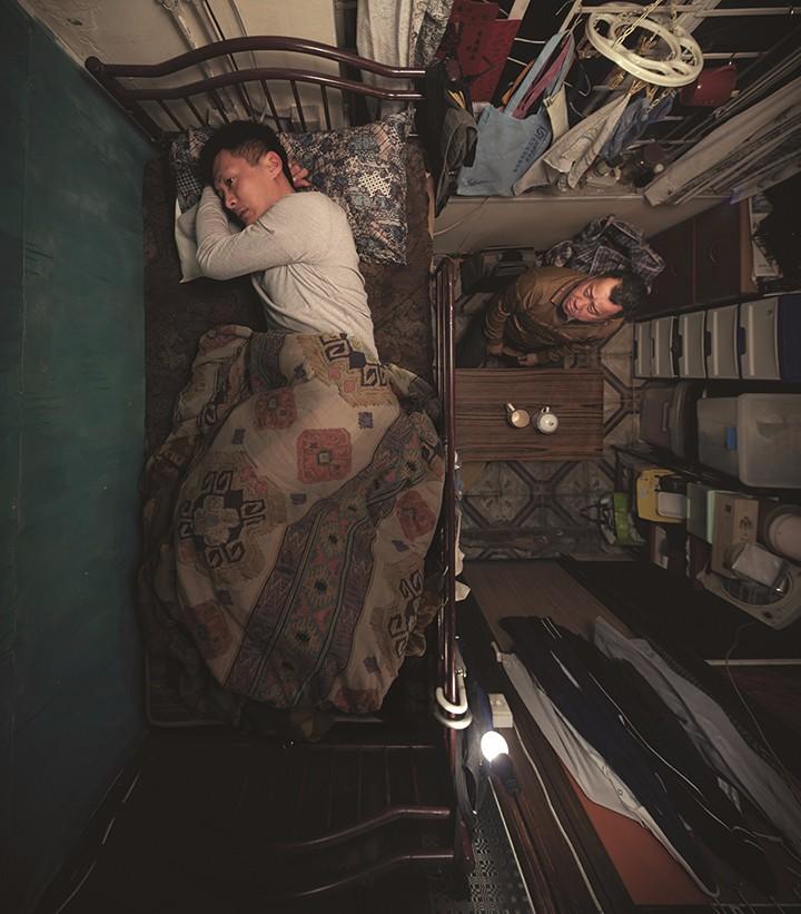 """余文乐在电影《一念无明》中诠释香港社会最底层人物""""阿东""""矛盾的内心世界"""