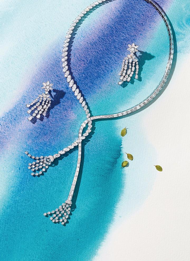 左至右: Chanel臻品珠宝Les Bles de Chanel系列 Premiers Brins项链 Chanel臻品珠宝 Les Bles de Chanel系列 Premiers Brins戒指 Dior Grand Bal Plissee Ruban系列高级腕表