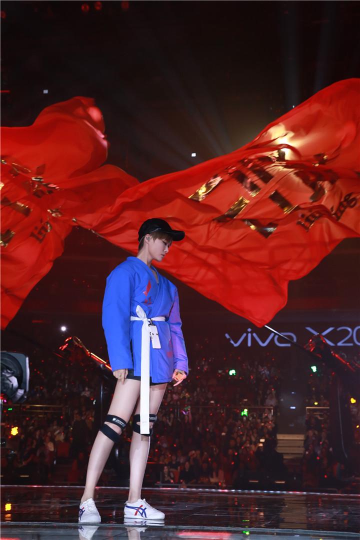 李宇春连续13年零点压轴跨年演出