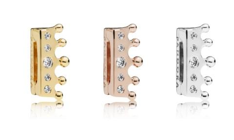 Pandora皇冠造型串饰与Pandora Reflexions手链巧妙契合,简约时尚造型,彰显自信与美好